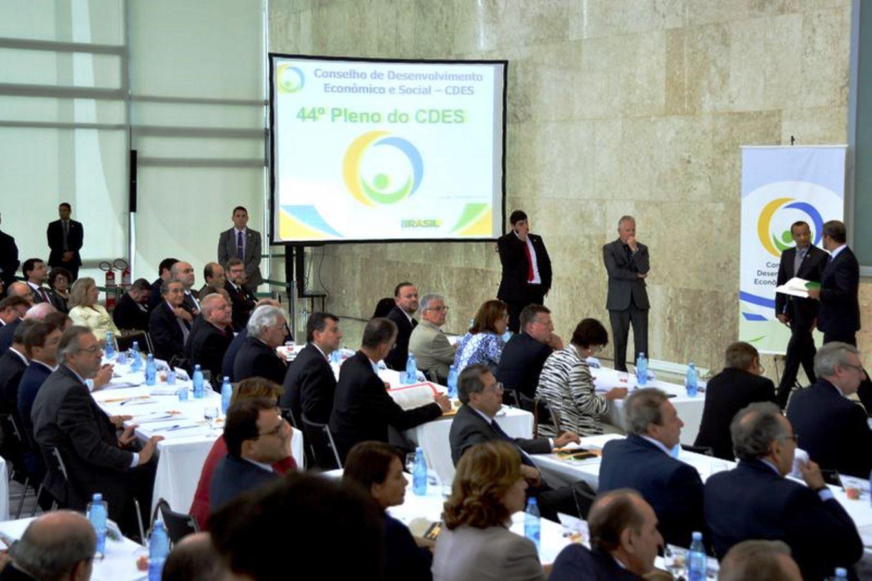 Conselho reúne governo e setores empresariais: boa disposição, porém nenhuma proposta concreta