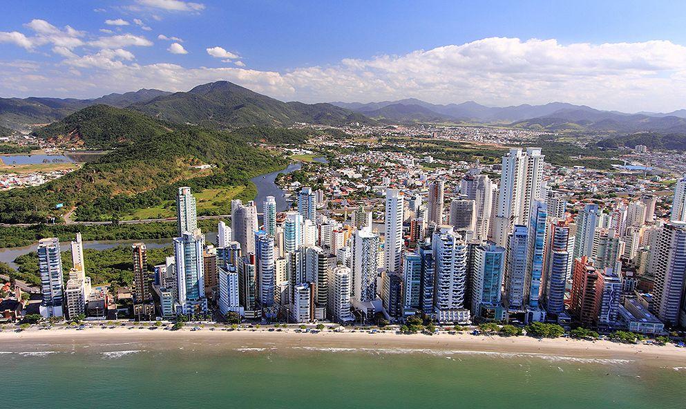 Balneário Camboriú, em Santa Catarina, concentra o maior volume de m² de construções de luxo do país