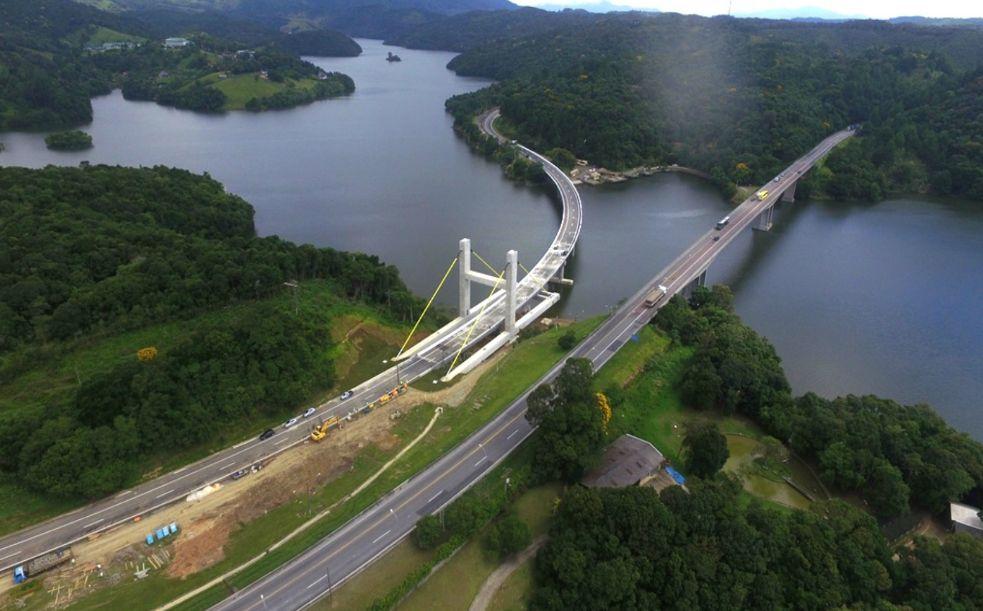 Vista panorâmica da ponte sobre a represa do Capivari: estais permitiram reabertura para tráfego pesado
