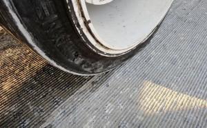 """Com o diamond grinding, pavimento ganha o que os técnicos chamam de """"textura de veludo"""""""