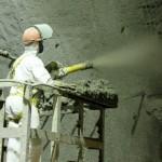 Após o revestimento com concreto, o túnel recebeu uma manta de PVC para impermeabilização