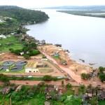 Estação de tratamento de esgoto contrasta com falta de água encanada nas casas
