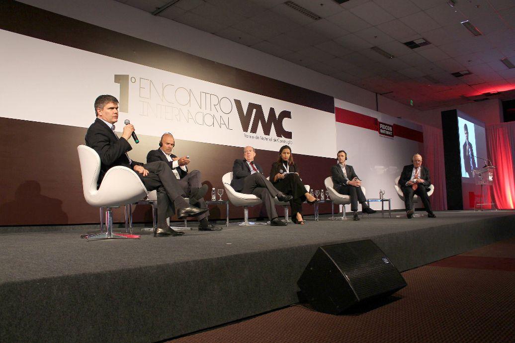 Palestrantes no seminário Varejo do Mercado da Construção: ideias para o Brasil