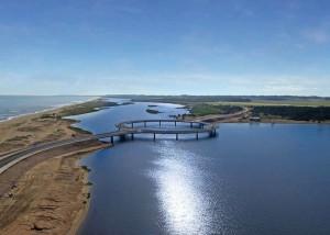 Ponte sobre o Lago Garzón, no Uruguai: formato de rotatória pôs fim ao impasse sobre a viabilidade da obra