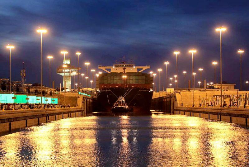 Navio de contêineres vindo da Grécia, e em direção à China, foi o 1º a passar pelo novo Canal do Panamá