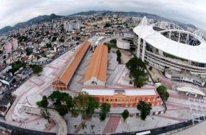 Entorno do estádio olímpico recebeu mais de 130 mil m2 de calçamento