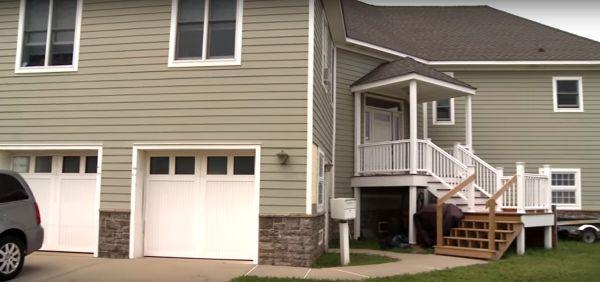 Casa com paredes de concreto que resistiu ao furacão Sandy, que atingiu os EUA em 2012