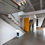 Parede interna em concreto aparente só deve receber pintura se estiver livre de umidade