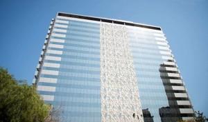 Edifício Win Work Corporate Center: painéis arquitetônicos pré-fabricados conversam com fachada envidraçada