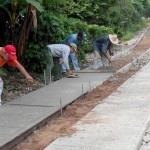 Pavimentação artesanal para facilitar o acesso de caminhões: outro tipo de obra que usa agroconcreto