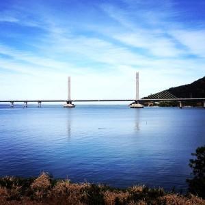 Ponte de Laguna: concreto das 136 estacas contou com inovações tecnológicas. agregados do concreto do mastro têm origem basáltica