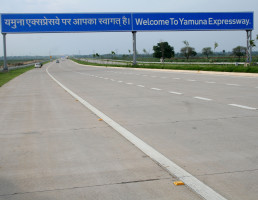 Trecho da rodovia Yamuna Expressway: Índia quer 15 mil quilômetros de pavimento em concreto nas rodovias