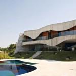 Casa de Valinhos, de Ruy Ohtake: curvas em concreto aparente