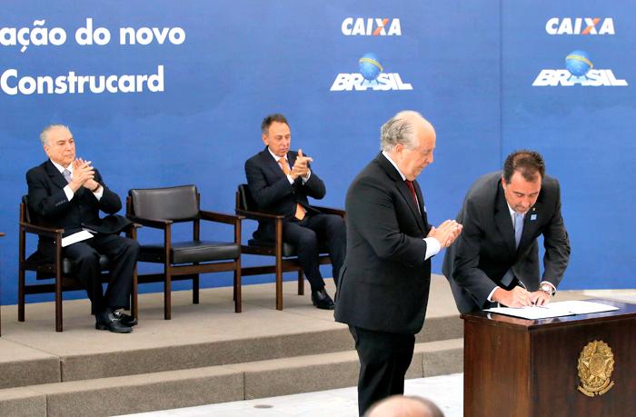 Assinatura do novo modelo do Construcard, em Brasília: programa é visto como alavanca do setor, para voltar a crescer