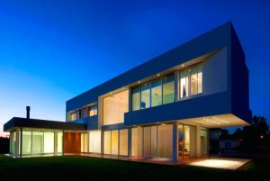 Casa assinada pelo escritório portenho Vanguarda Architects aposta no conceito minimalista