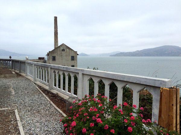 Muretas de Alcatraz recuperadas, de acordo com a arquitetura original do presídio