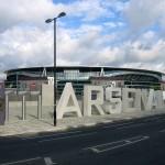 Letras gigantes de concreto: mais que realçar quem é o dono do estádio, elas estão ali para carros e caminhões-bomba