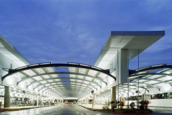 Terminal da Água Branca, na Lapa, em São Paulo: espaço público com arquitetura de bom gosto