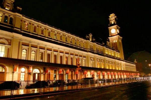 Tombado pelo patrimônio histórico nacional, fachada do prédio precisa ser preservada integralmente