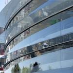 Espessas placas de vidro revestem toda a fachada da Spaceship da Apple
