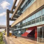 Washington construiu um terminal com quatro elementos: concreto, aço, vidro e madeira