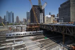 Área antes de começarem as obras: trilhos servem como pátio de manobra para o metrô de NY