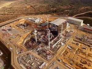 Canteiro de obras do ITER: produção de concreto especial para o fosso que vai abrigar o reator