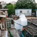 """Visão externa da """"Plugin House"""": contraste em uma das hutongs de Pequim"""