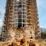 Escoramento da torre na etapa inicial da restauração