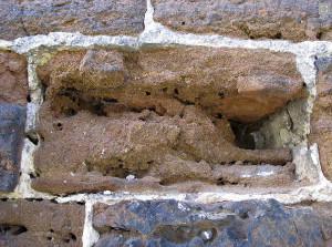 Situação da parede original da torre exigiu a injeção de concreto ultrafino nas áreas vazias