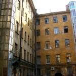 Estruturas metálicas também podem ser anexadas aos edifícios antigos para receber elevadores