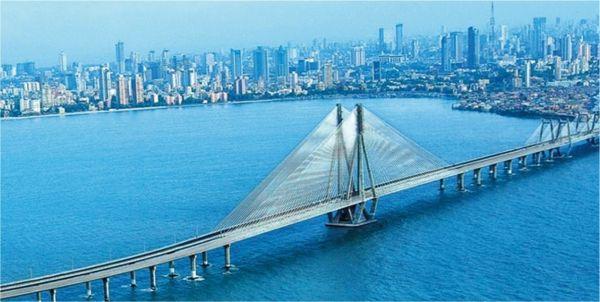Projeção da ponte de 22 quilômetros que vai encurtar o caminho entre Mumbai e o novo aeroporto na região