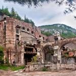 Ruínas da fábrica de cimento em Castellar de n'Hug antes de ser transformada no Museu do Cimento