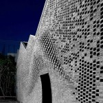 Desenho da fachada, com os tijolos projetados: seria quase impossível construí-lo com mão de obra humana