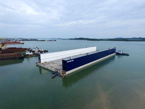 Estrutura de concreto flutuante pode receber navios de até 9.500 toneladas