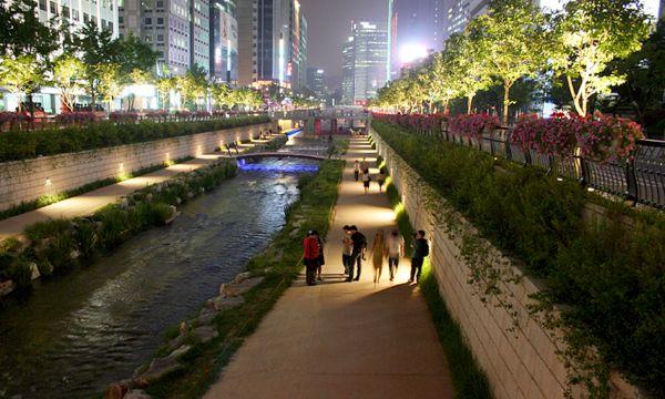 Rio Cheonggyecheon: recuperação transformou a paisagem de Seul