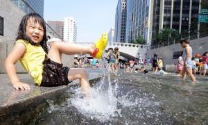 Transformado em parque linear, o Cheonggyecheon recebe 60 mil pessoas por dia