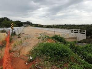Pontes sem conclusão, como a que cruza o Arroio Evaristo, impedem que trechos duplicados sejam liberados ao tráfego