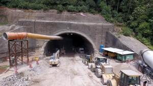 Dez dos treze quilômetros que faltam para finalizar a duplicação passam por túneis na serra do Cafezal