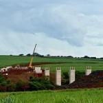 Trecho da ferrovia Norte-Sul, em Santa Helena de Goiás-GO: exemplo de obra inacabada