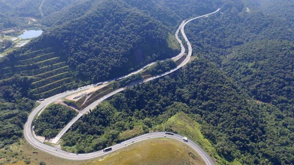 Traçado da serra do Cafezal, que faz parte da rodovia Régis Bittencourt: 17 dos 30 quilômetros já foram liberados