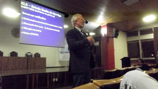 Paulo Helene, no simpósio da UFPR: manutenção incorreta é que desencadeia patologias em prédios pastilhados