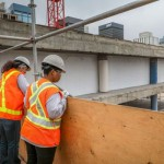 Mulheres que atuam na indústria do concreto ganham 20% a menos nos EUA, mesmo ocupando a mesma função que os homens