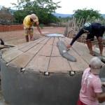 Toda a família dos pequenos agricultores do semiárido se envolve na construção das cisternas