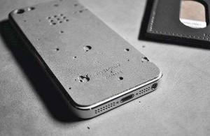 Protetor de smartphone com concreto: designers investem cada vez mais no material