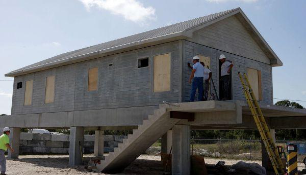 Casa antifuracão é toda em concreto pré-fabricado