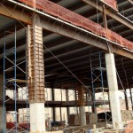 Pilares de aço revestidos com concreto: uma das vantagens é a precisão dimensional