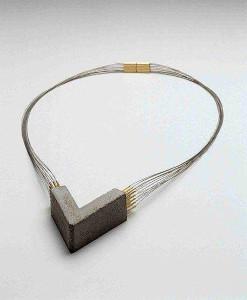 Produzidas na Austrália, joias femininas com concreto conquistam a moda