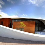 Arco de concreto branco, em clínica britânica: versatilidade do projetista impressiona IABSE