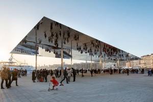 Dossel de aço inoxidável, em Marselha, na França: impulso para a premiação
